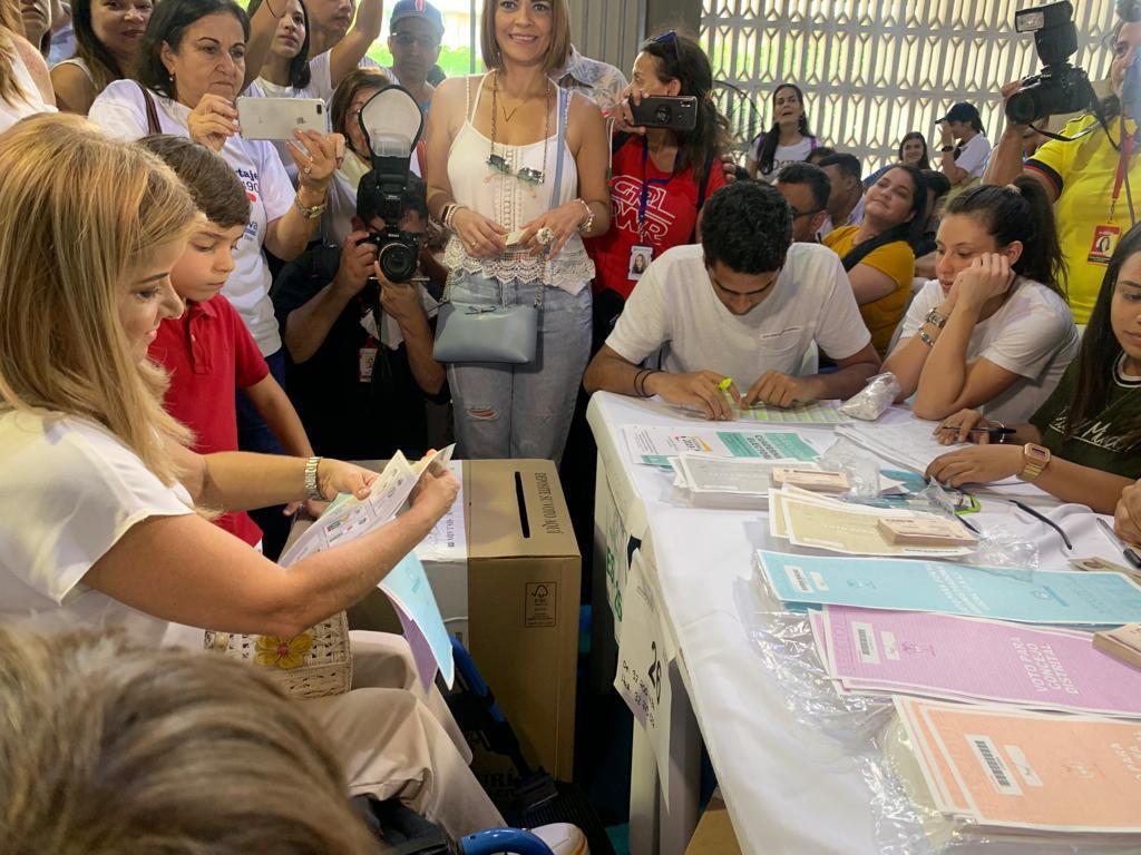 Elsa Noguera ejerció su derecho al voto e invitó a la ciudadanía a acudir a las urnas