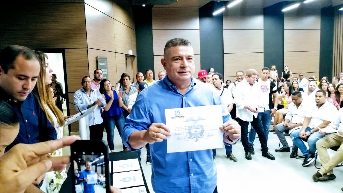 Concejal Juan José Vergara, reafirma su trabajo por Barranquilla al recibir credencial