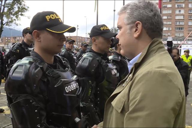 """Ivan Duque: """"Hoy más que nunca, los colombianos tenemos gratitud con los policías"""""""