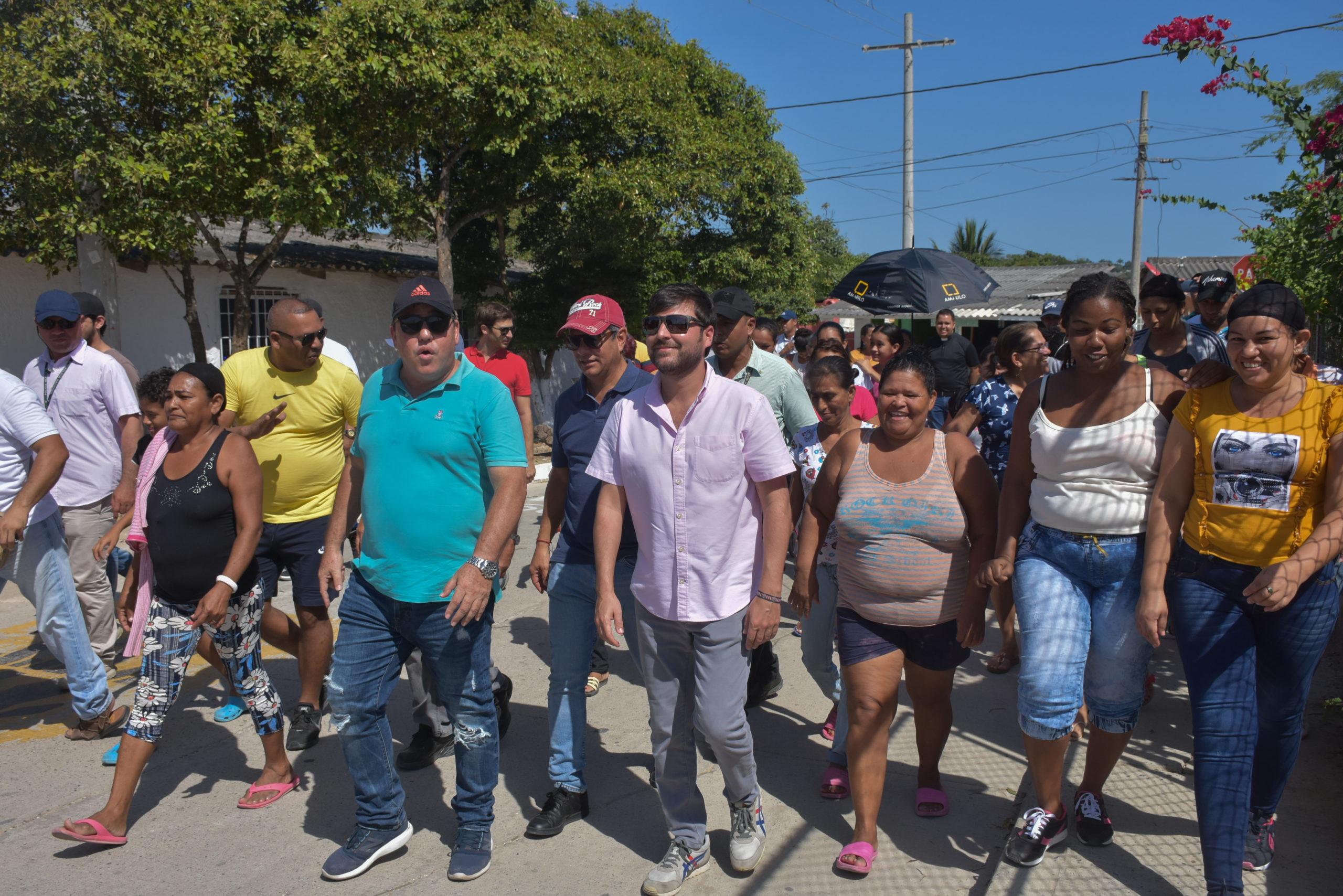 Alcalde Pumarejo socializa con habitantes nuevas vías y parques en Barranquilla