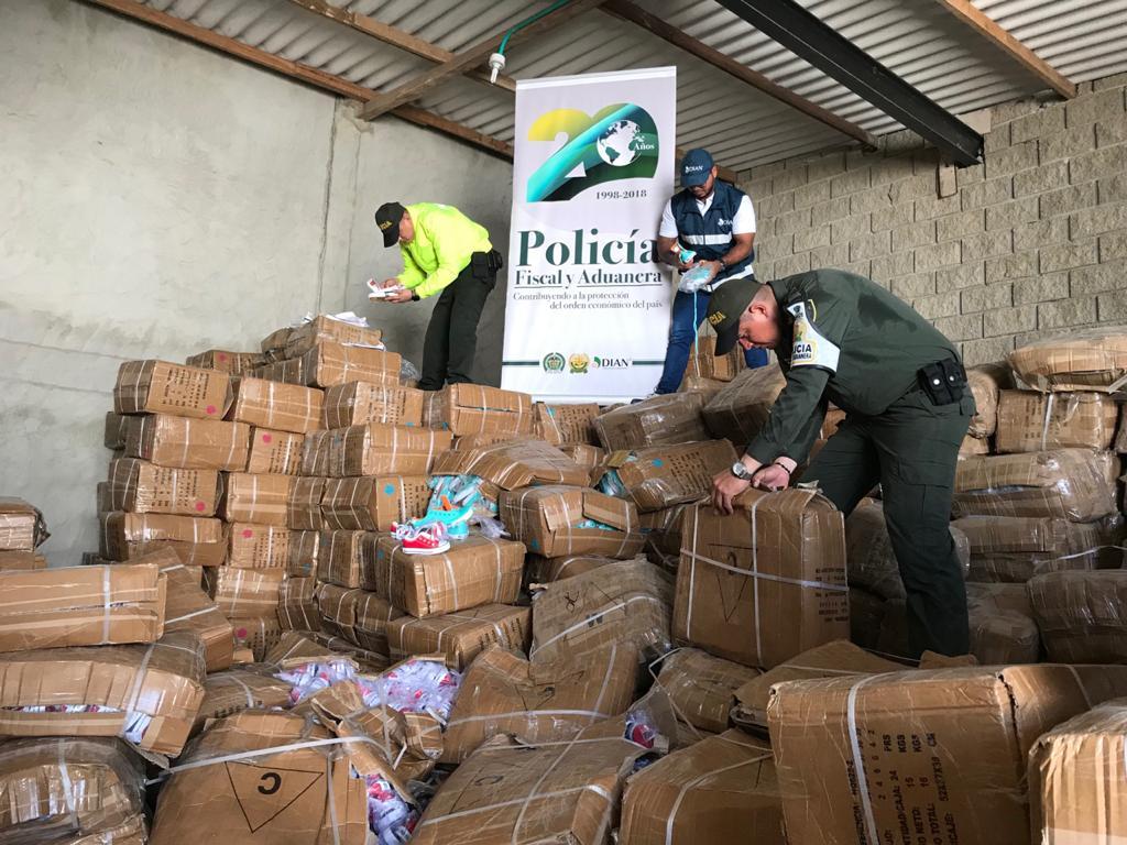 Policía aprehende más de 10 mil millones de pesos en mercancía de contrabando durante el 2019