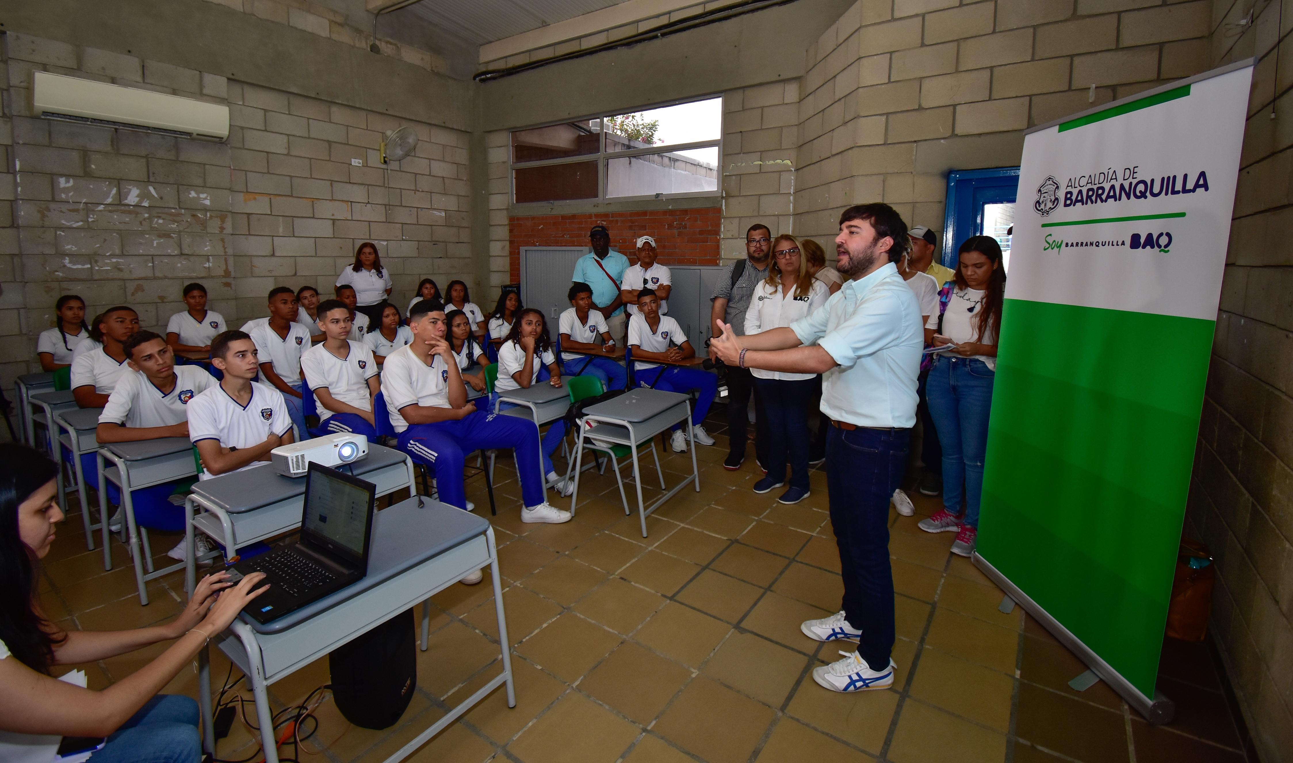 """""""Con inicio de nuevo año escolar, nuestros niños y jóvenes seguirán construyendo su futuro en el aula de clases"""": alcalde Pumarejo"""