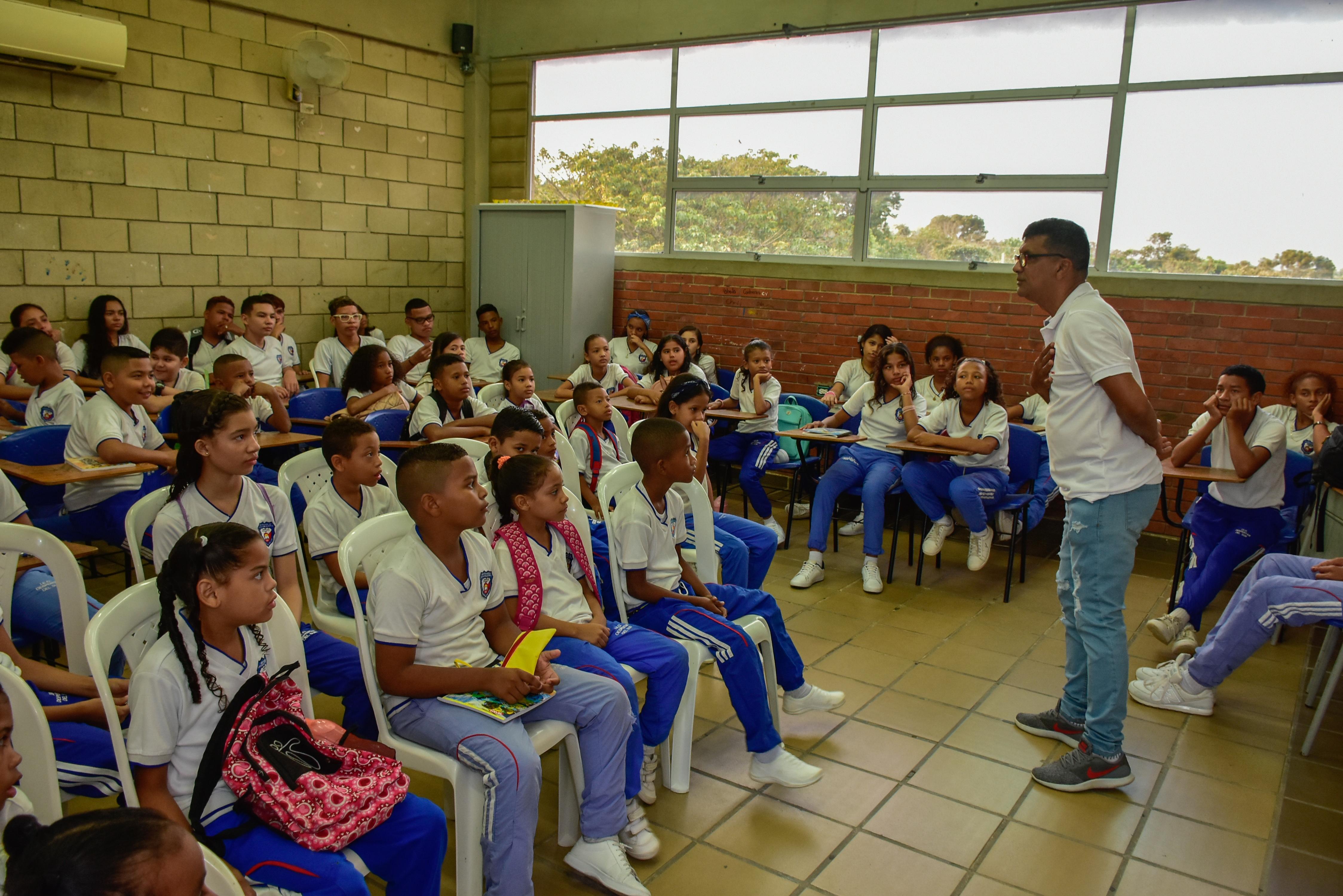 Ministerio de Educación autoriza clases virtuales hasta el 30 de mayo