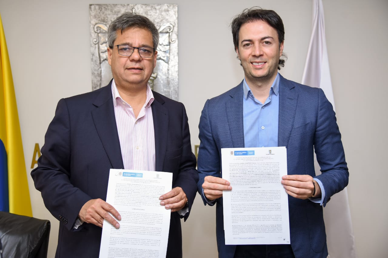 El Alcalde de Medellín firma acuerdo para aumentar la participación de jóvenes en el sector público