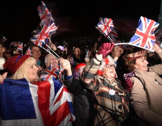 Británicos festejan salida del Reino Unido de la Unión Europea