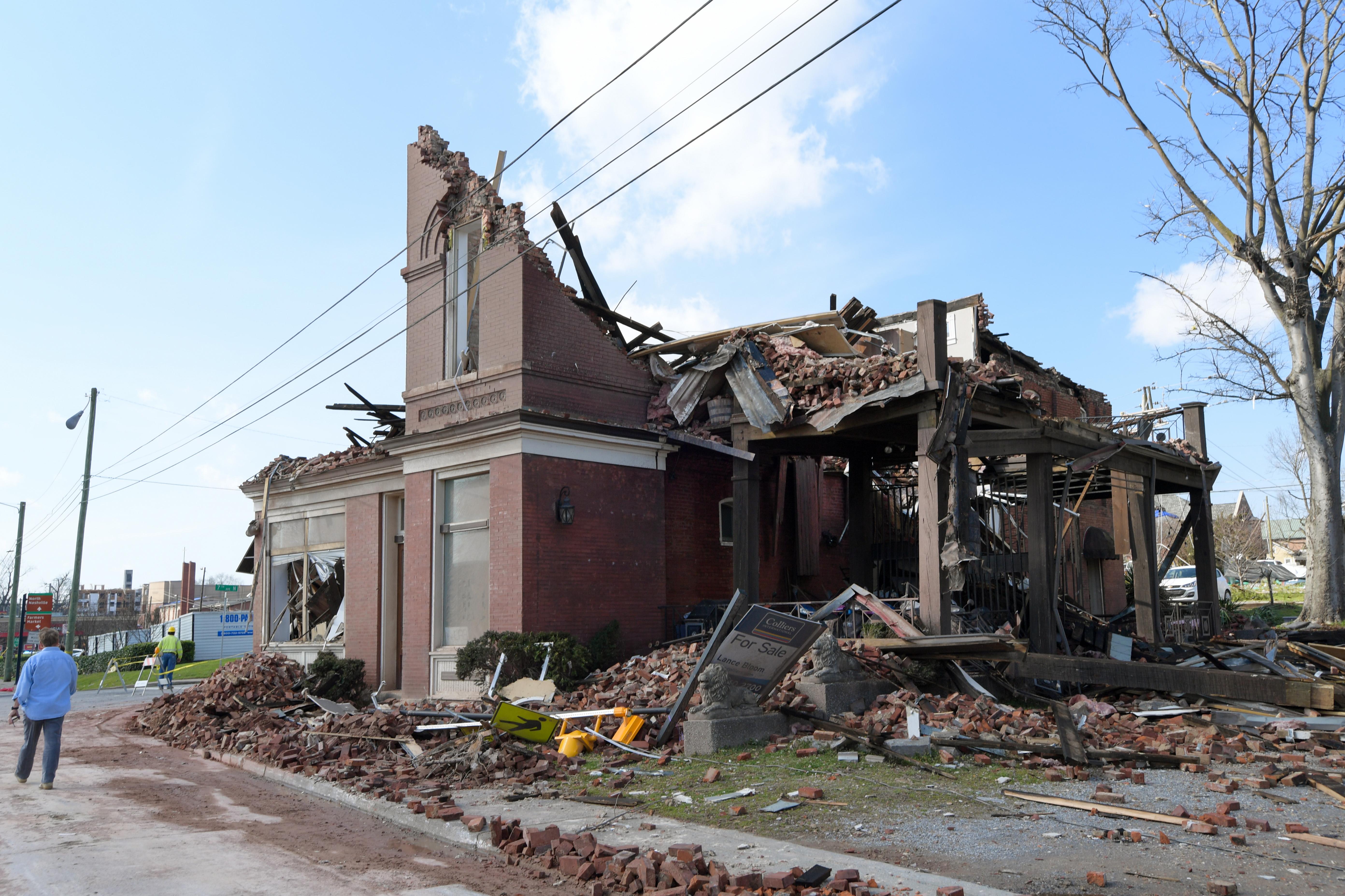 """El azote de """"devastadores"""" tornados deja al menos 25 muertos en EEUU"""