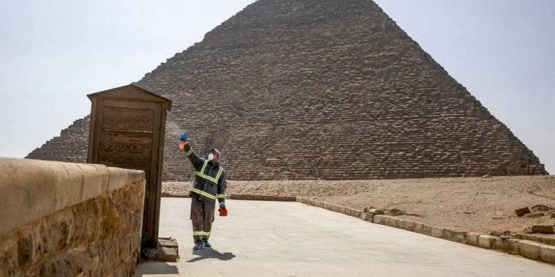 Egipto fumiga las pirámides
