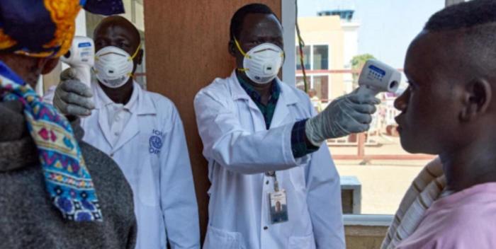 """OMS considera racista proponer a África como """"terreno de pruebas"""" para vacunas"""