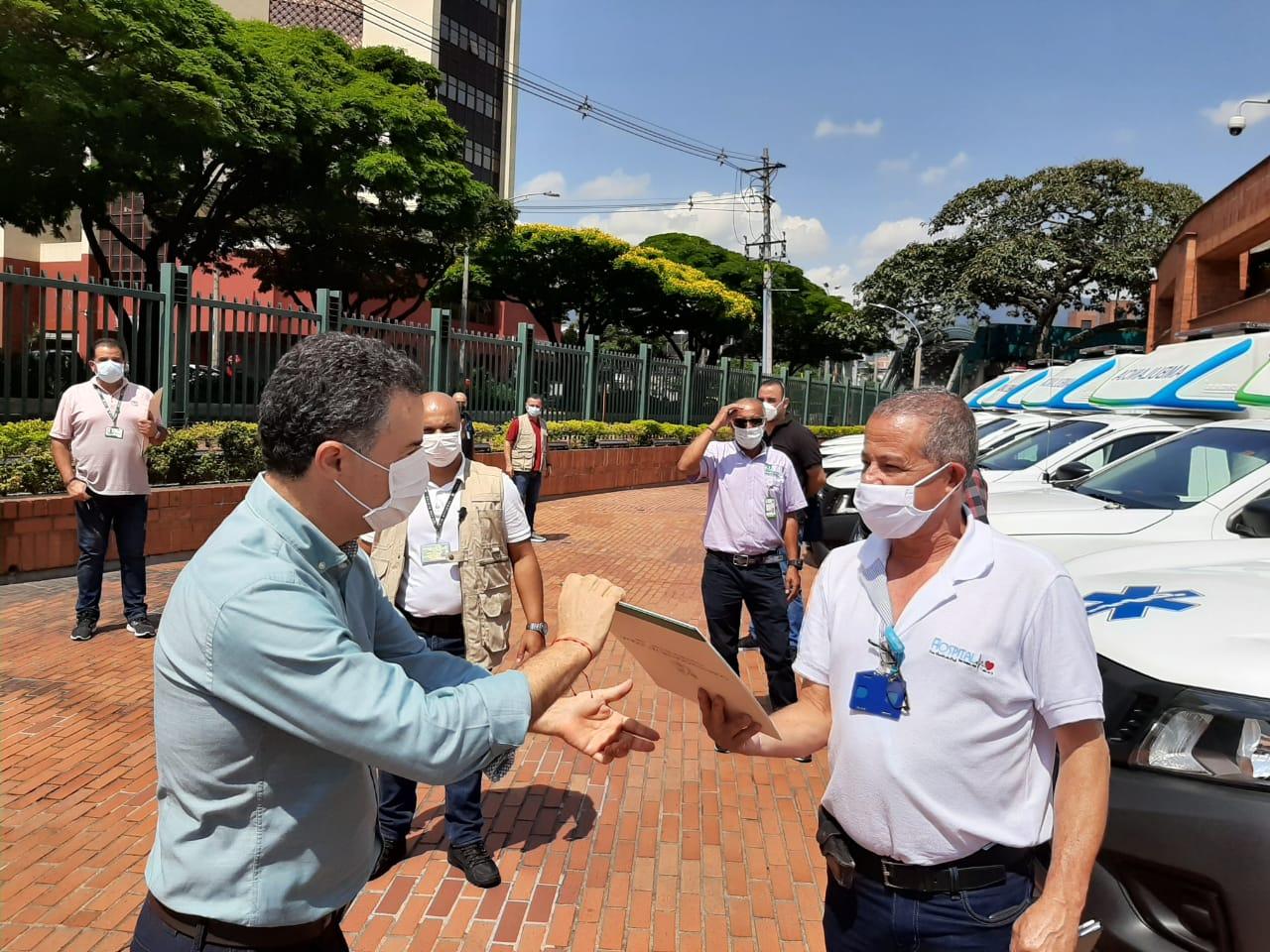 Dieciocho municipios antioqueños recibieron nuevas ambulancias