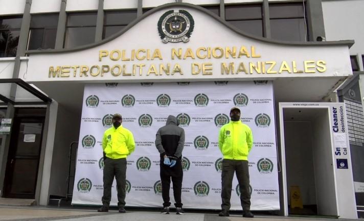 La @PoliciaMzales captura a una persona por el delito de violencia intrafamiliar