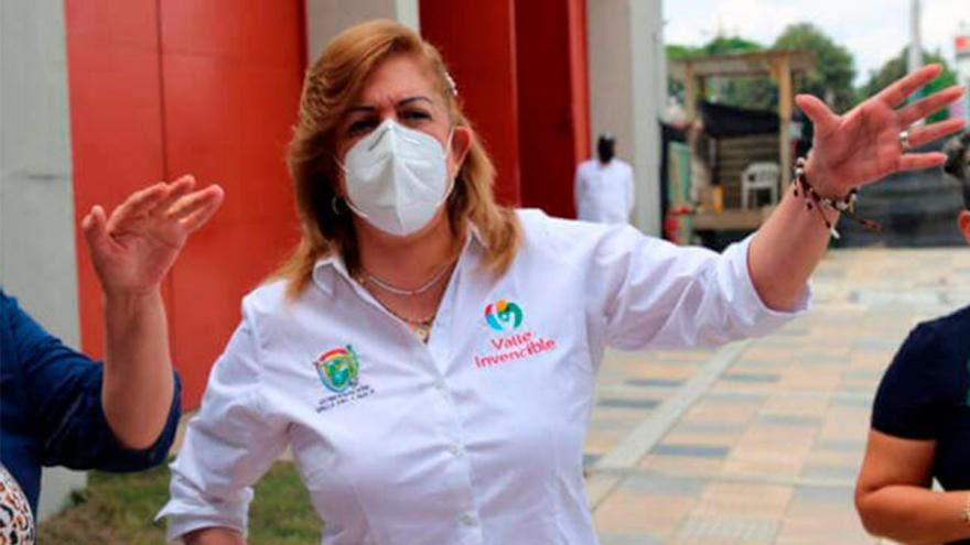 Gobernadora del Valle a aislamiento por caso de funcionaria con Covid-19 @ClaraLuzRoldan