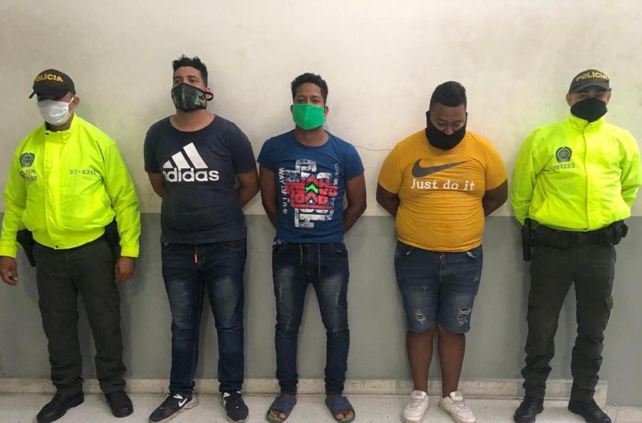 Tres individuos fueron capturados en flagrancia al momento que desguazaban un vehículo
