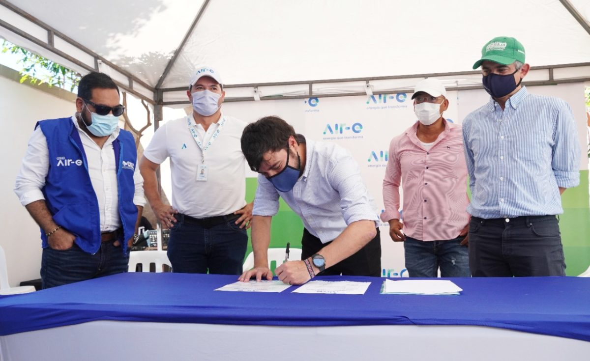 Firman contrato para ejecutar las obras *3.000 familias de La Esmeralda se benefician con obras de normalización eléctrica