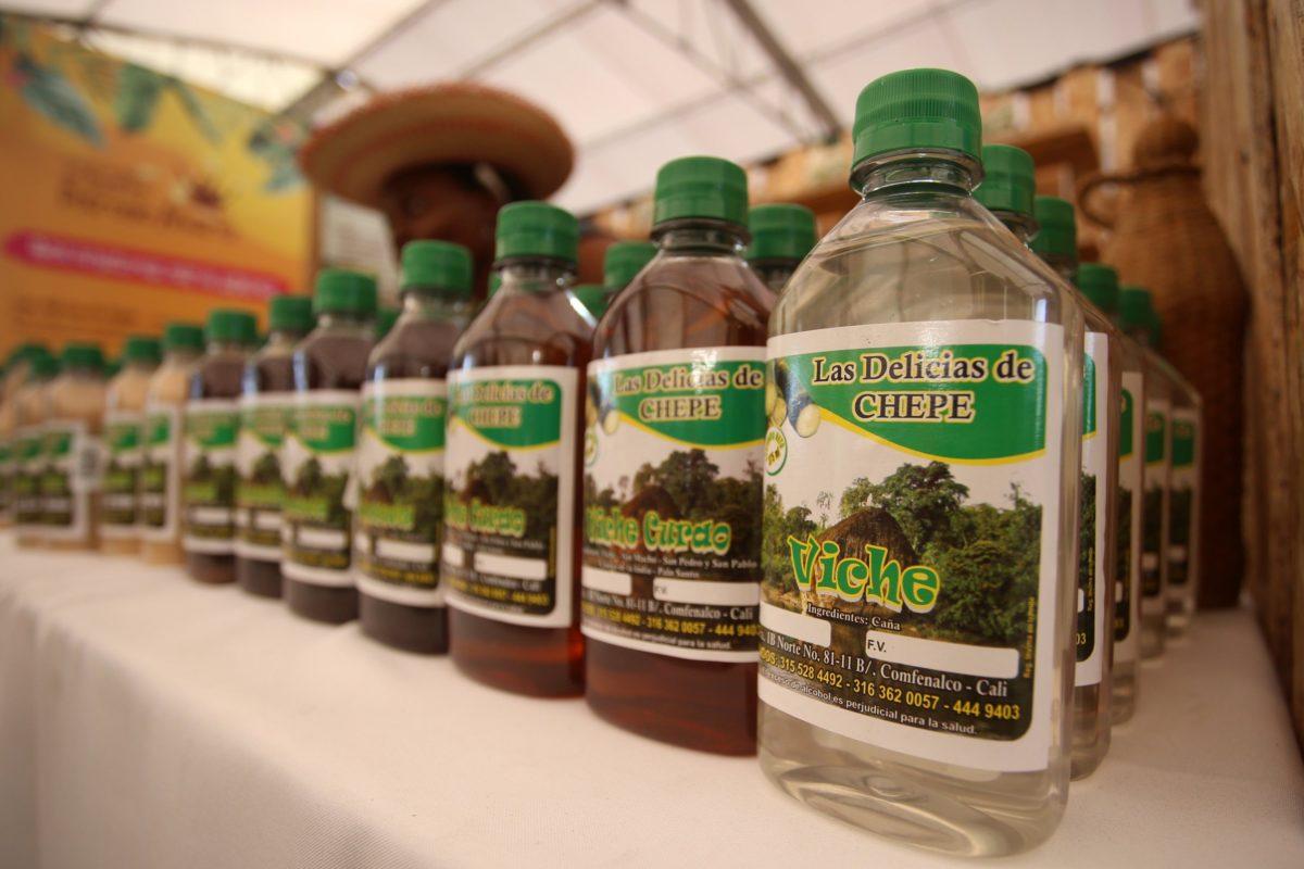 Adelantan proyecto para que el «viche» sea reconocido como bebida ancestral