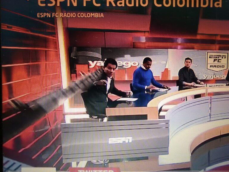 Panelista de ESPN fue golpeado por una pantalla que le cayó encima en vivo