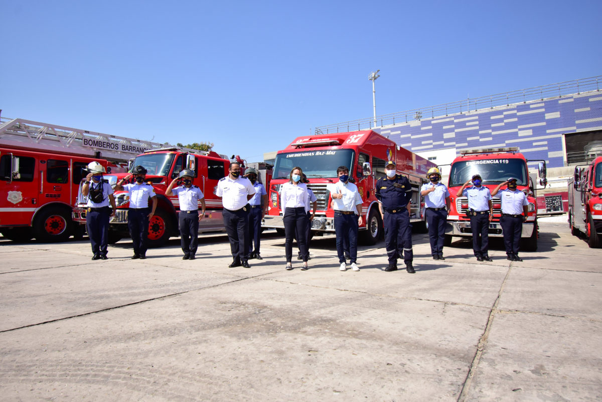 """@JaimePumarejo: """"Estamos entregando a los bomberos de Barranquilla los mejores equipos de protección personal"""""""