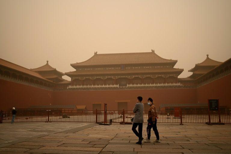 Pekín, amanece sumida en la mayor tormenta de arena