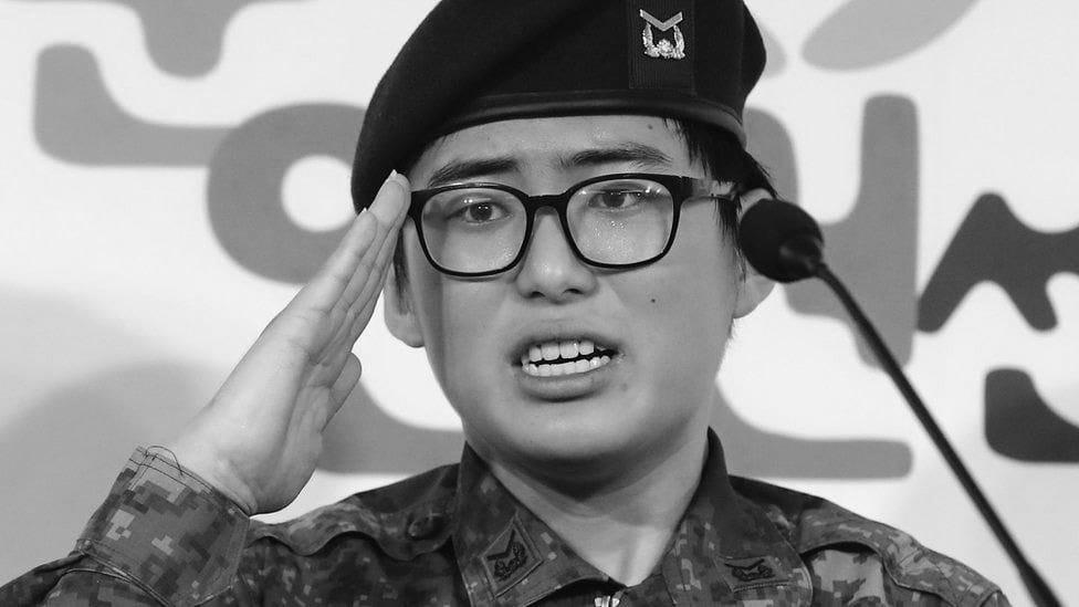 La primera soldada trans surcoreana fue encontrada muerta