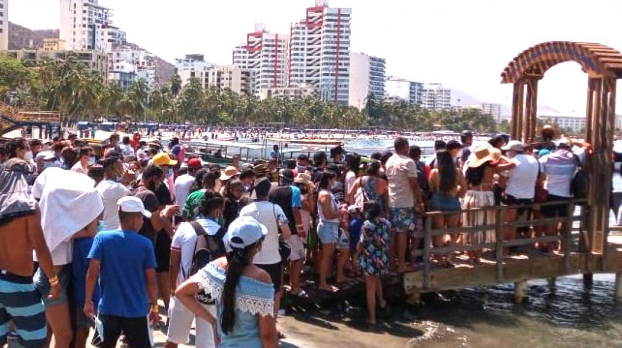 Impactante aglomeración en gran masa en playas de Santa Marta en puente festivo