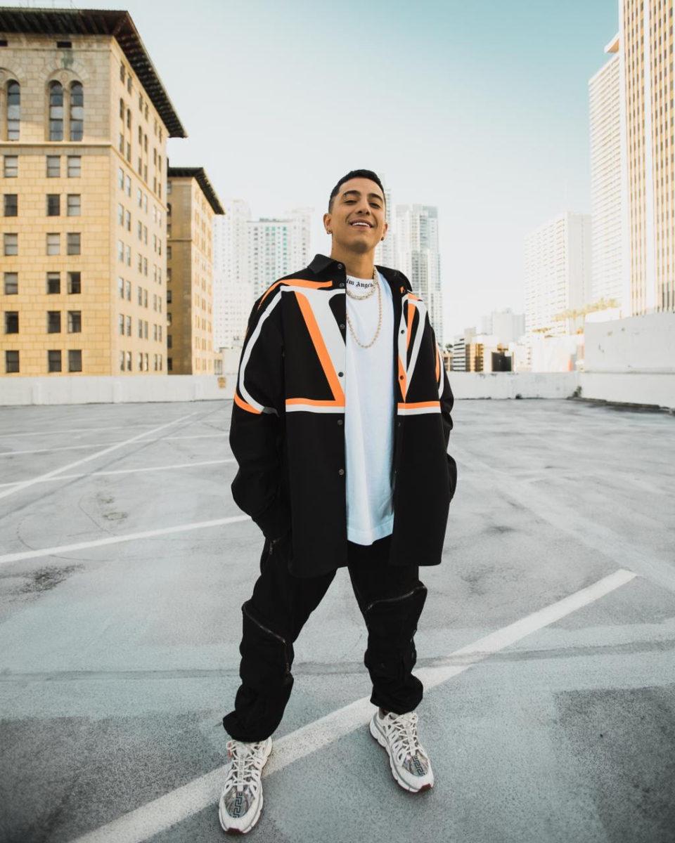 Andy Rivera presenta su nuevo sencillo y video 'Me haces falta' – @AndyRivera_
