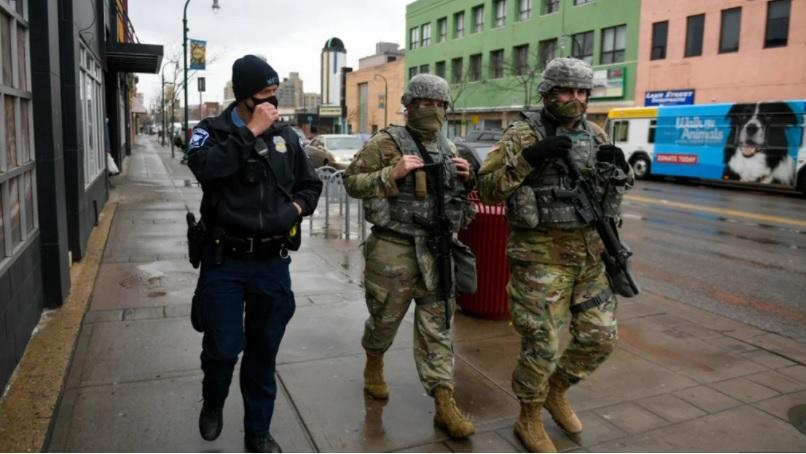 Toque de queda en Mineápolis por muerte de afroamericano