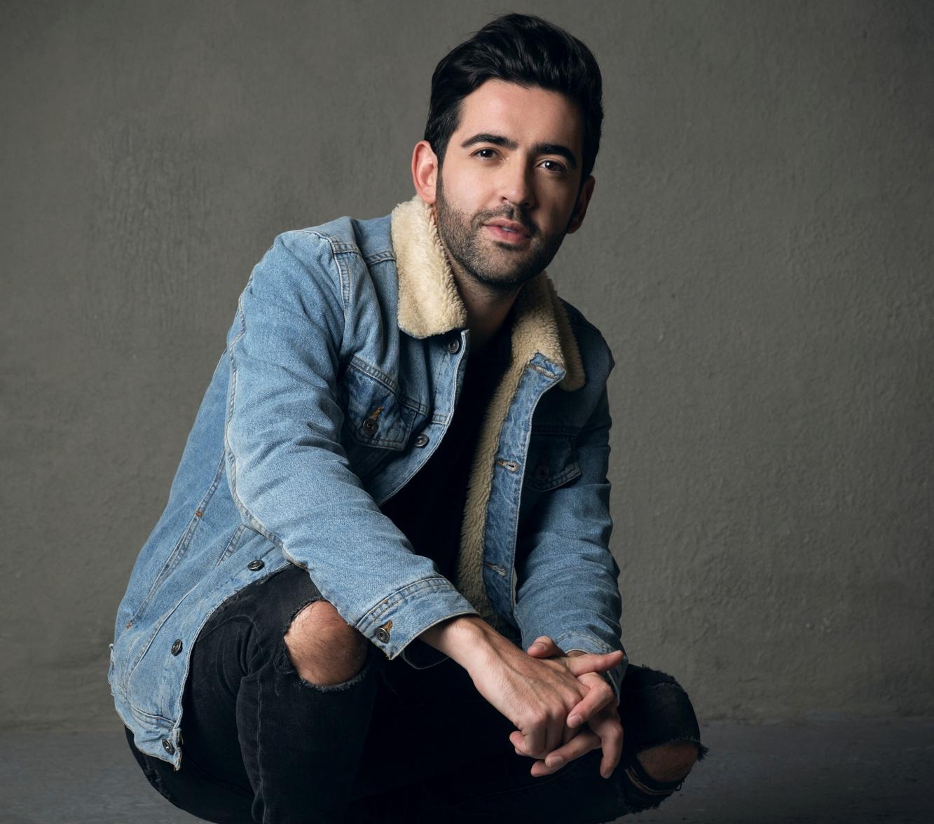 Alejandro González pone los puntos claros con su nuevo sencillo 'Te quiero o tequila'