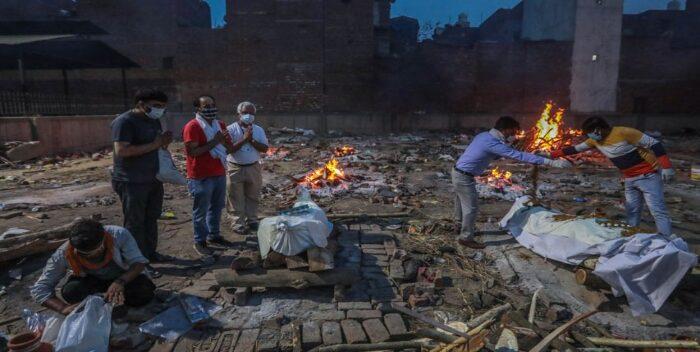 La India registra 4 mil muertes por covid por tercer día consecutivo