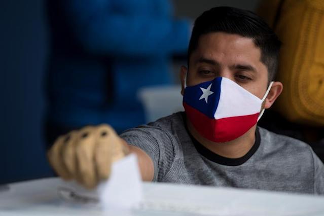 """Qué se vota en las """"megaelecciones"""" de Chile"""