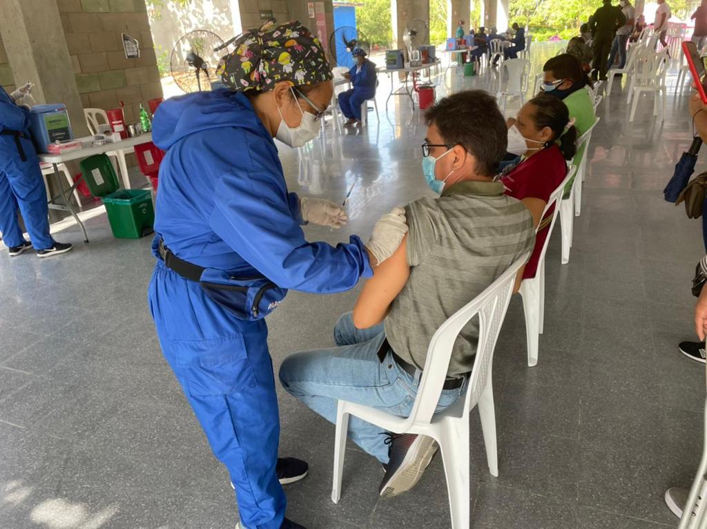 Más de 199 mil docentes se han vacunado para retornar a presencialidad el próximo 15 de julio