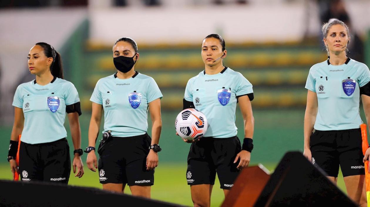 Primer partido de la Conmebol Libertadores fue pitado por terna femenina