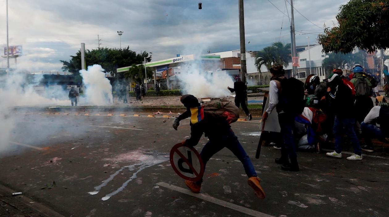 Defensoría del Pueblo reporta 42 personas muertas durante protestas en Colombia