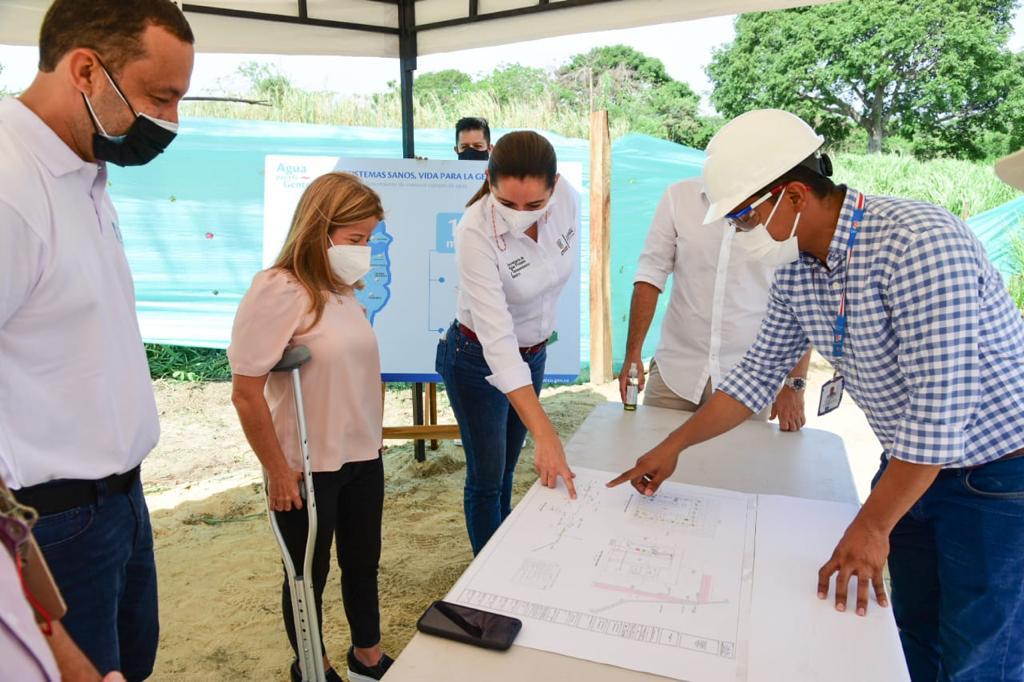 Gobernadora supervisa construcción del sistema de alcantarillado en Pueblito Nuevo, Galapa