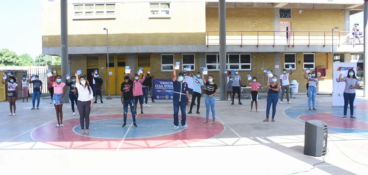 Más de 19 mil estudiantes de la @udeatlantico recibieron chips de internet gratuito