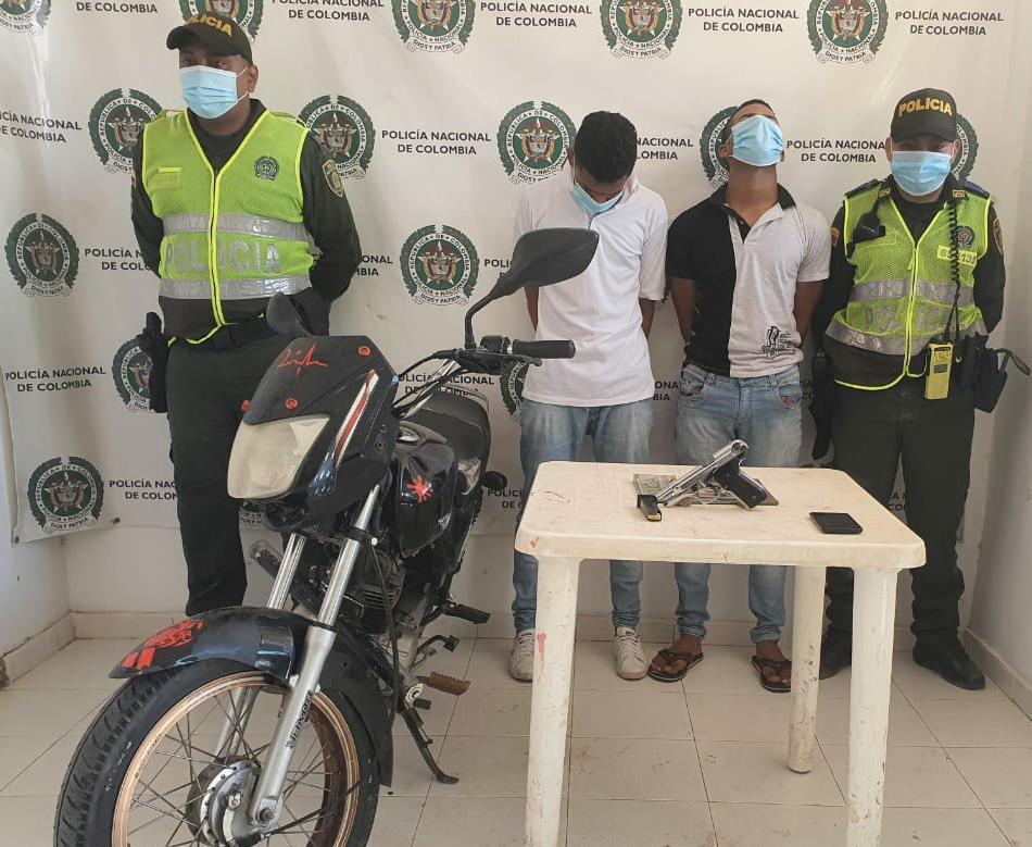 En distracción, son capturados dos particulares por hurto y porte ilegal de armas de fuego