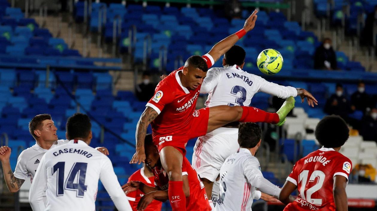 Real Madrid empató de local ante Sevilla desaprovechando la oportunidad de ser líder