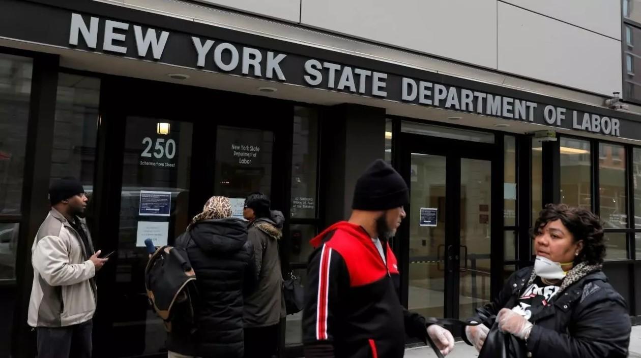 Bajan a 444 mil las peticiones semanales de seguro de desempleo en Estados Unidos
