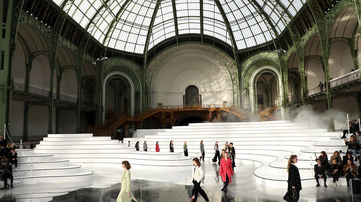 París volverá a celebrar en julio los desfiles de moda de manera presencial
