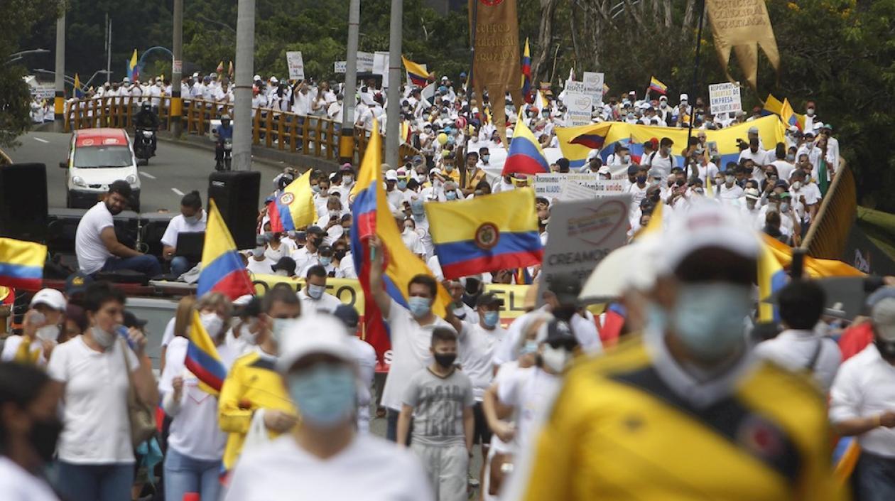 La 'mancha' blanca de la paz se tomó el país contra el vandalismo y bloqueos