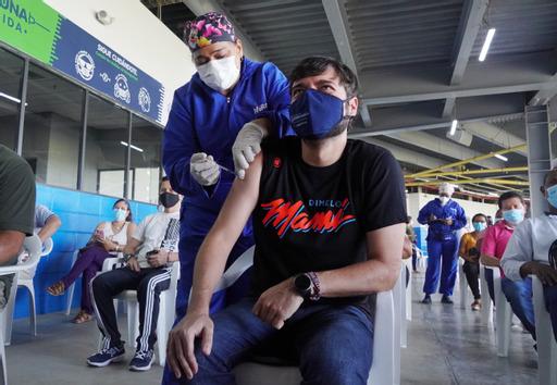 Alcalde @JaimePumarejo recibió la primera dosis de vacuna contra el Covid-19