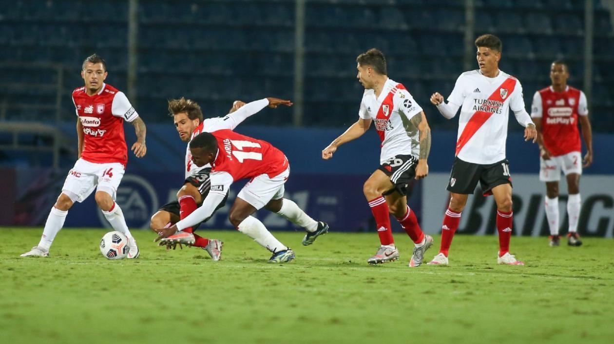 Santa Fe, a aprovechar la oportunidad ante un River Plate con 10 y sin arquero