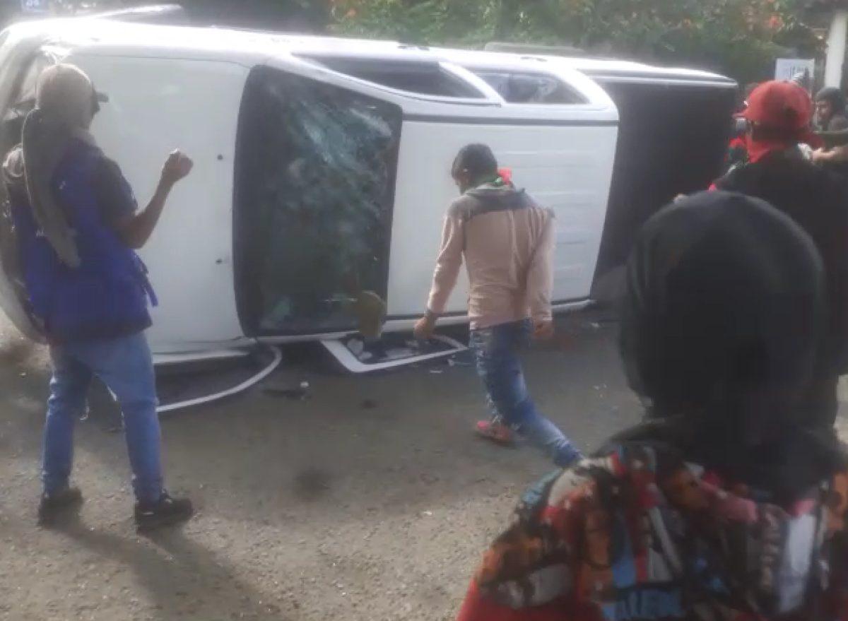 Nueve indígenas heridos y dos vehículos incinerados dejó tiroteo en el sur de Cali