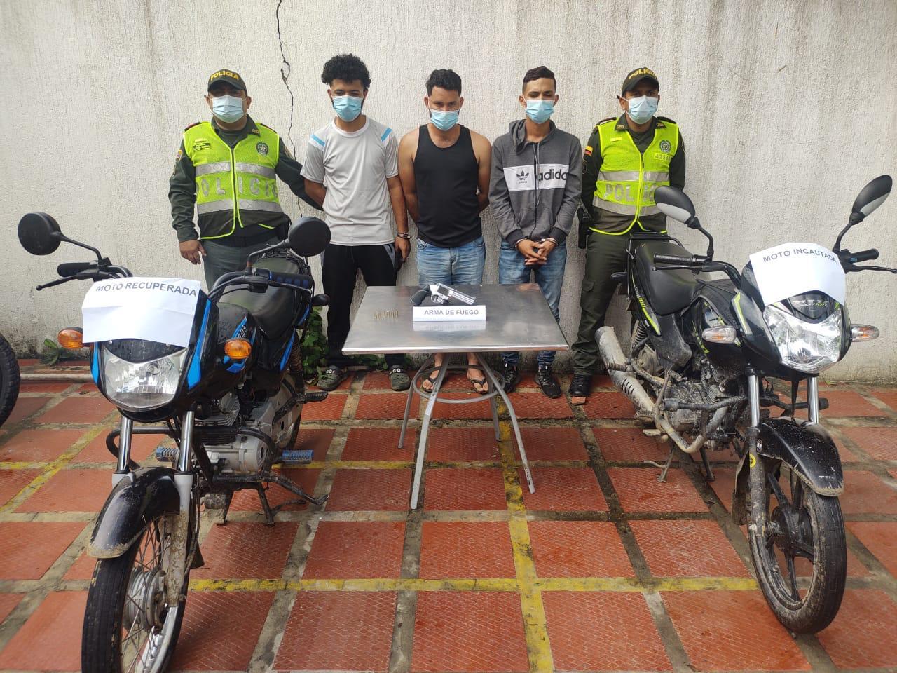 Capturados tres Venezolanos por el hurto de una motocicleta