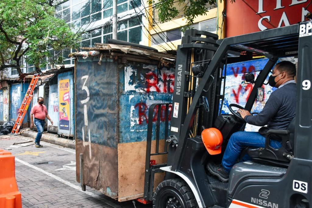 Tras años de ocupación informal, comerciantes pasan del andén a nuevos centros comerciales – @alcaldiabquilla