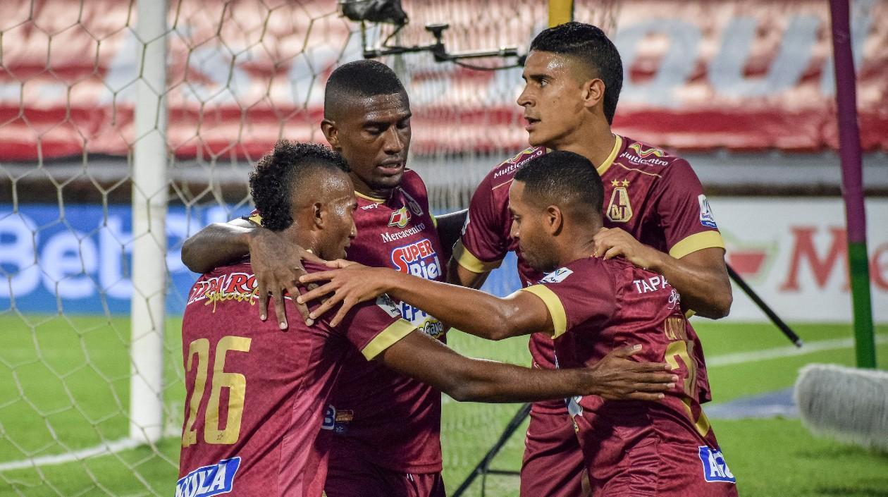 Tolima recibe a Millonarios en el duelo de ida de la gran final del fútbol colombiano