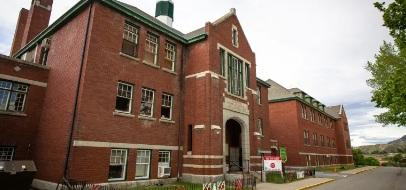 215 cadáveres de niños fueron descubiertos en las inmediaciones de internado en Canadá