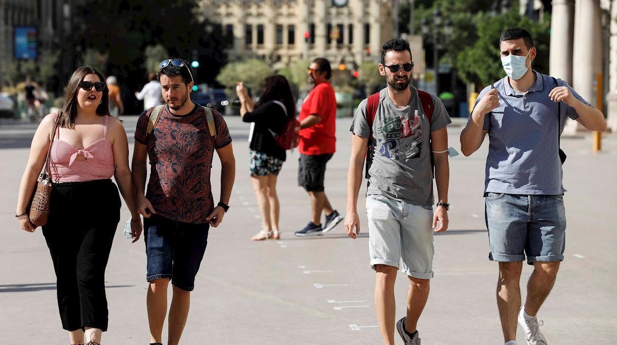 España pone fin al uso de los tapabocas en la vía pública a pesar de un ligero repunte de contagios
