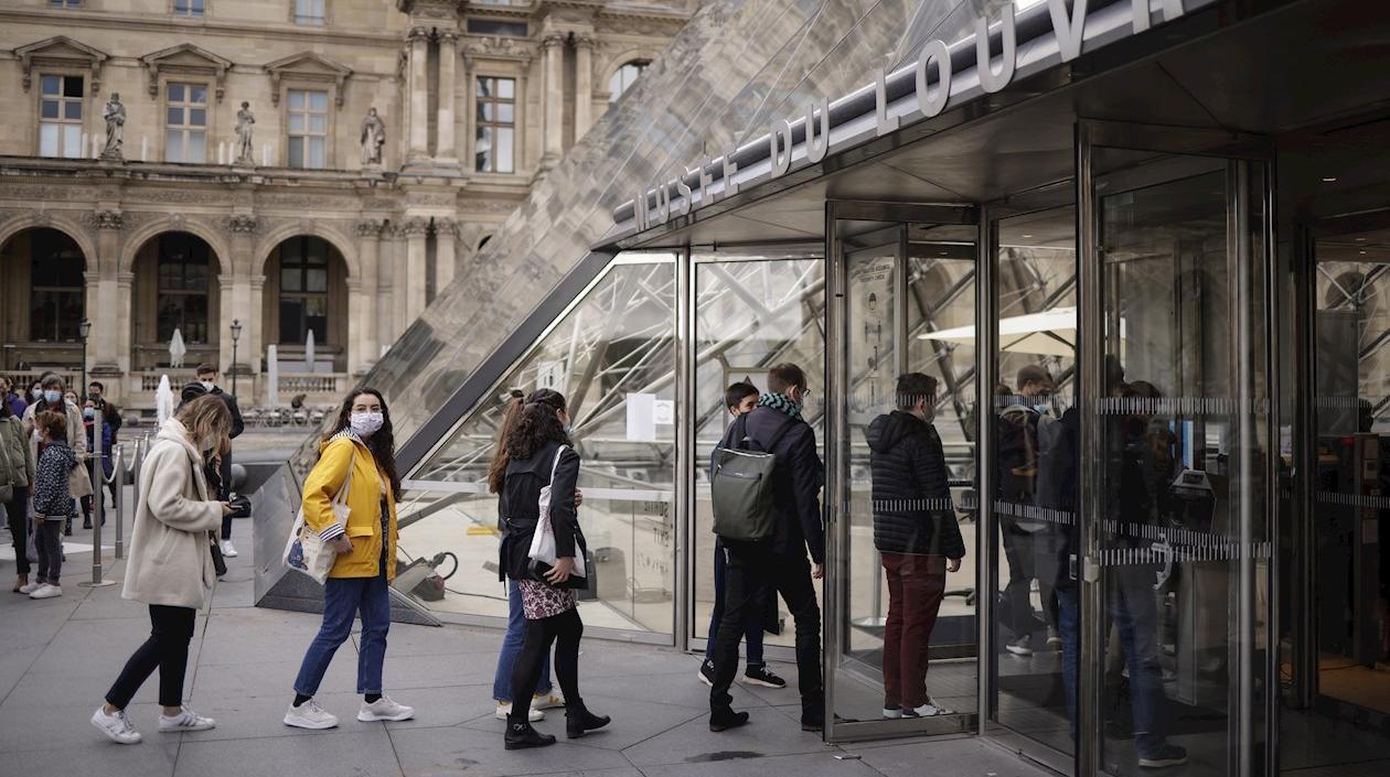 Contagios de Coronavirus subieron un 15% en Francia en 24 horas