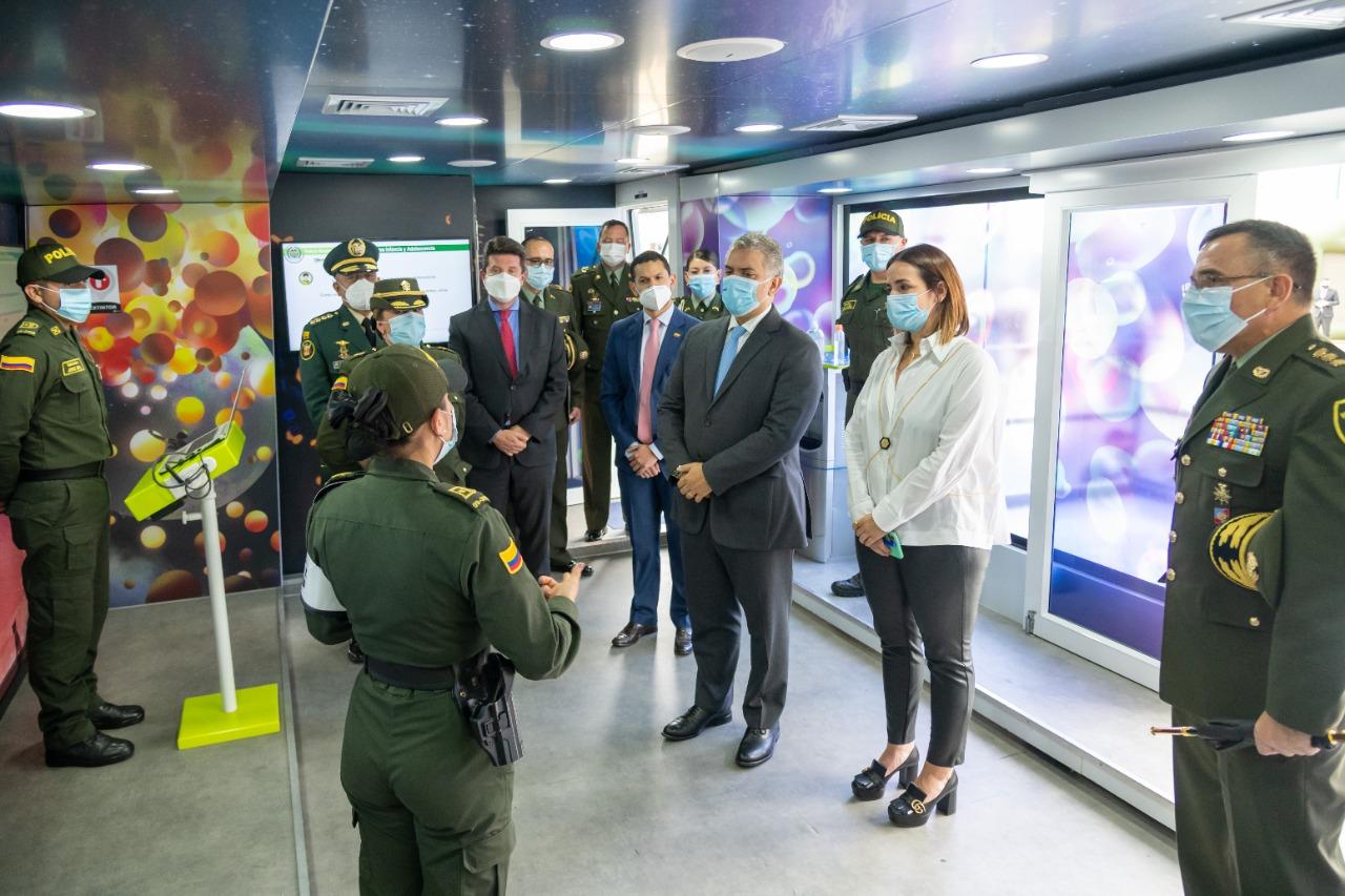 La Fuerza Pública debe distinguirse siempre por estar abierta al escrutinio, porque no tiene nada que esconder, afirma el Presidente Duque