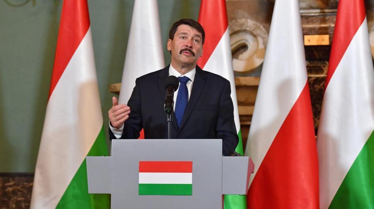Presidente de Hungría firma ley que prohíbe en su país hablar de la homosexualidad en escuelas y medios