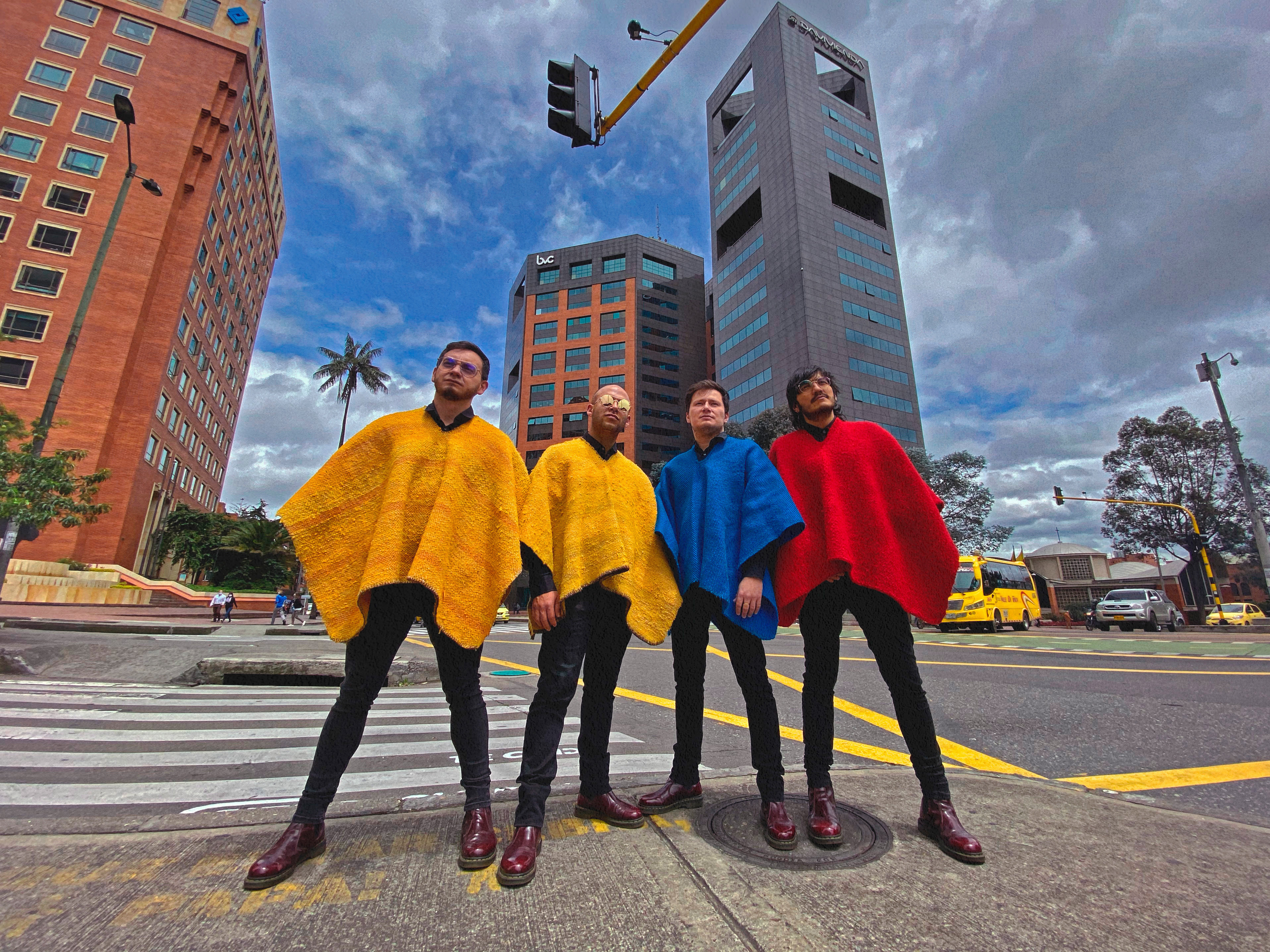 """El próximo 25 de junio, los rolling ruanas lanzan su más reciente disco """"nueva tierra"""""""